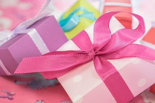 Gift-553149__340 pixabay